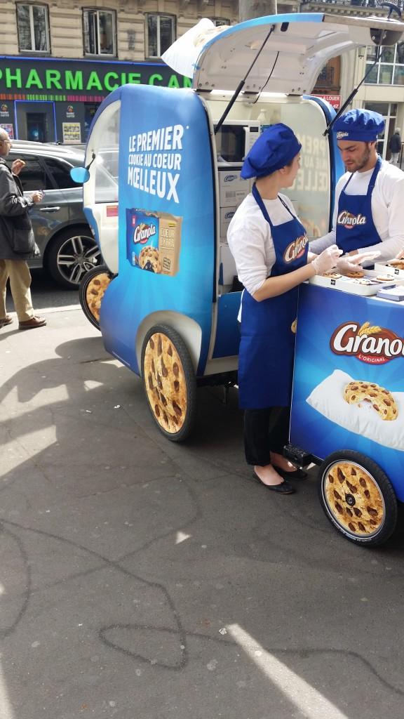 Une opération street marketing dans la rue pour Granola