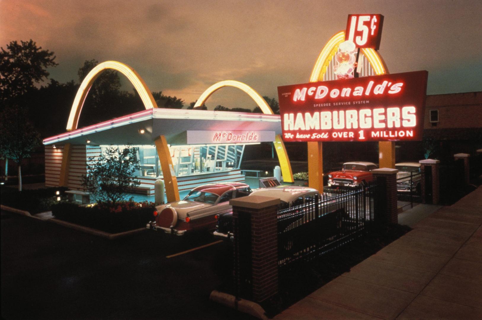 Infographie : McDonald's ouvrait son premier restaurant il y a 75 ans