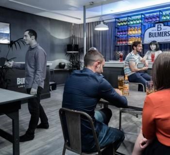 Un bar noir et blanc ouvre ses portes à Londres !