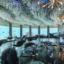 Un restaurant surréaliste plongé dans l'océan Indien