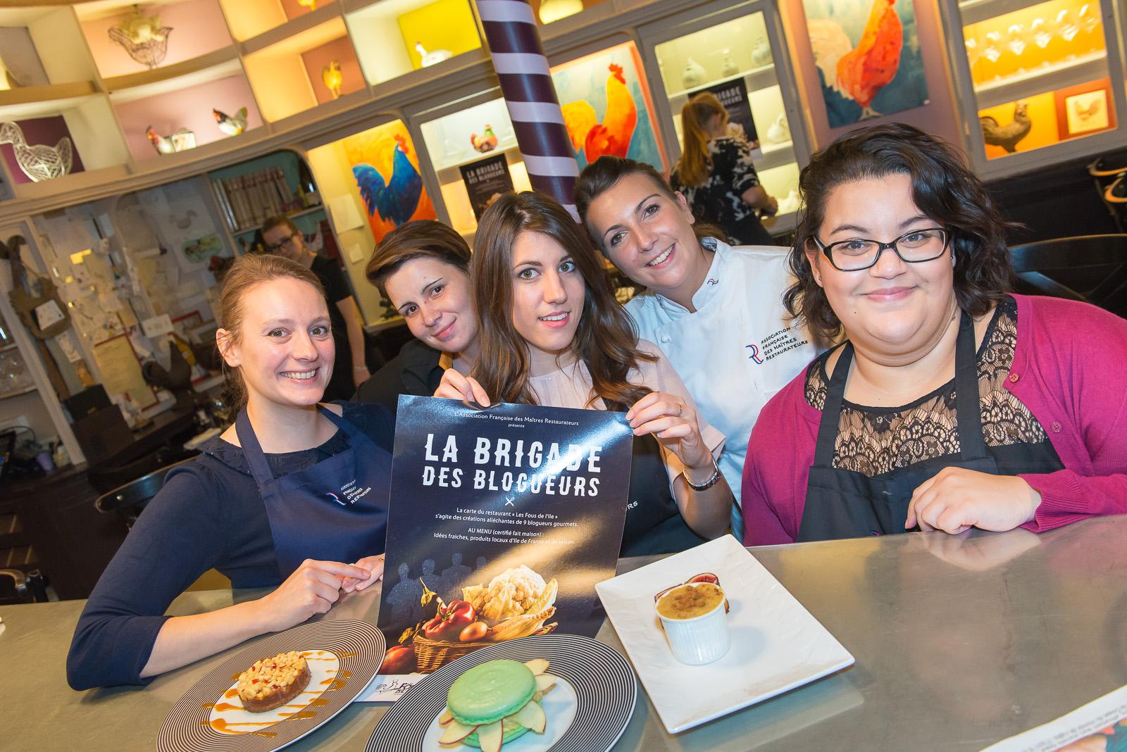 AFMR-La Brigade des Blogueurs. Les desserts. Tiphaine, Anaïs, Pauline, Caroline et Samyha.
